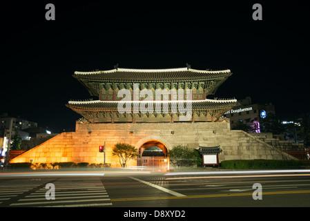 Porte dongdaemun monument à Séoul en Corée du Sud pendant la nuit Banque D'Images