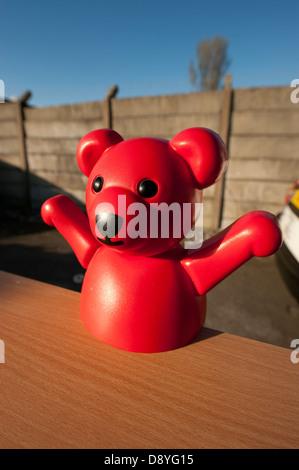 Heureux lire teddy bear toy bras tendus Banque D'Images
