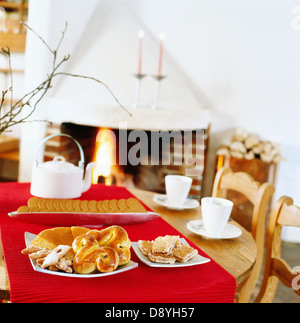 Cookies et pâtisserie sur une table, la Suède. Banque D'Images