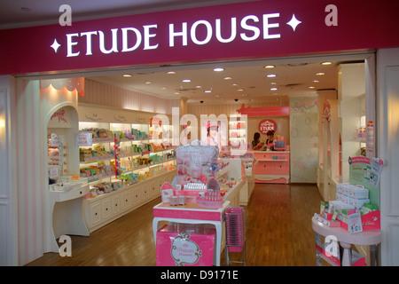 Commercial de Bugis Junction Singapour entrée avant Etude House aides de Beauté Soins de la peau Banque D'Images