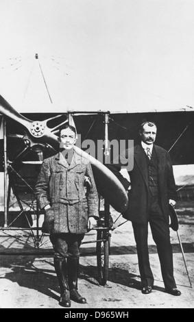 Louis Blériot (1872-1936), aviateur français, droit et premier homme à traverser la Manche en avion, juillet 1909. Banque D'Images