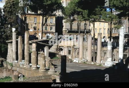 Largo di Torre Argentina, une place à Rome, en Italie, qui contient les vestiges de quatre temples romains républicains, Banque D'Images