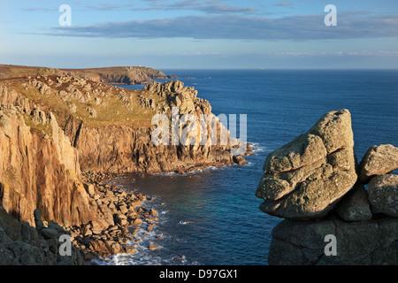 Pordenack Point près de Land's End, Cornwall, Angleterre. Printemps (mai) 2012. Banque D'Images