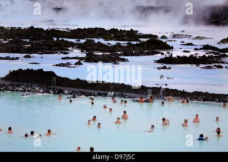 Le spa géothermal Blue Lagoon en Islande Banque D'Images
