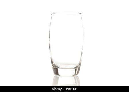 Un verre d'eau vide sur un fond Banque D'Images