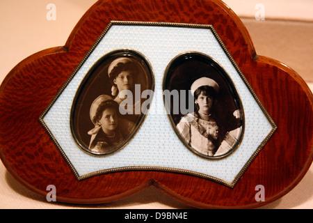Cadre photo. Argent, émail, bois peint pour imiter d'amourette-argent doré, émail. Photo du Tsar Nicolas et son Banque D'Images