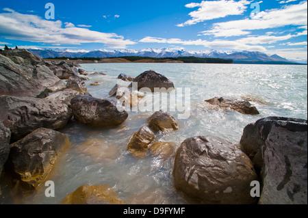 Le lac Pukaki et enneigés des montagnes, Aoraki Mount Cook National Park, site du patrimoine mondial de l'UNESCO, Banque D'Images