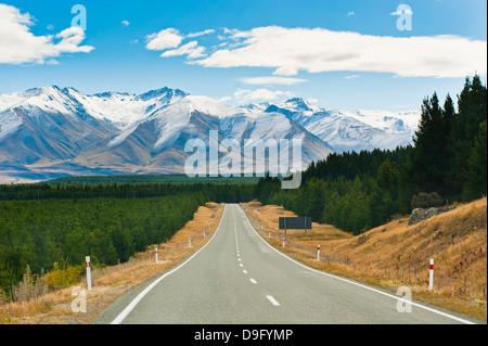 Route de Aoraki Mount Cook à Aoraki Mount Cook National Park, site du patrimoine mondial de l'UNESCO, l'île du Sud, Banque D'Images