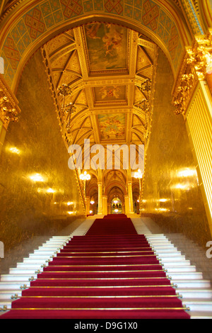Grand escalier, bâtiment du parlement hongrois, Budapest, Hongrie Banque D'Images