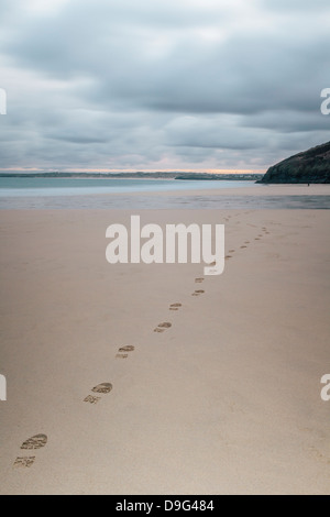 Traces dans le sable, le Carbis Bay Beach, St Ives, Cornwall, England, UK Banque D'Images