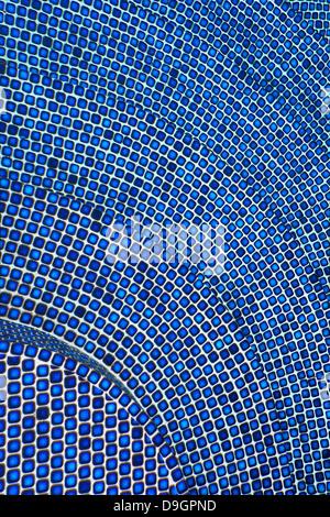 Carreaux de mosaïque bleue sur les mesures Banque D'Images
