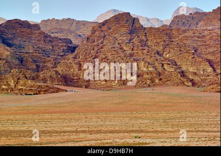 Khor El Ajram gamme dans le Wadi Rum, Aqaba, Jordanie, Moyen-Orient Banque D'Images