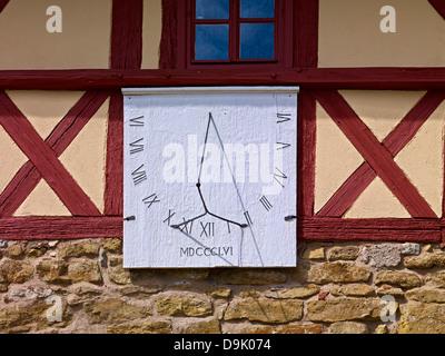 Cadran solaire à gatehouse de Saint-barthélemy Eglise en Goliath am Dom près de Arnstadt, Ilmkreis District, Thuringe, Banque D'Images