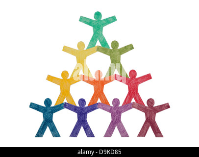 Pyramide de paper cut-out people with clipping path Banque D'Images