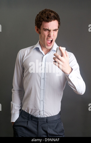 Angry Man with mobile phone Banque D'Images