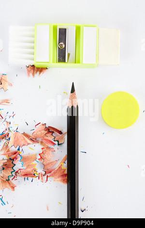 L'affûteur à côté de Crayon, gomme et copeaux