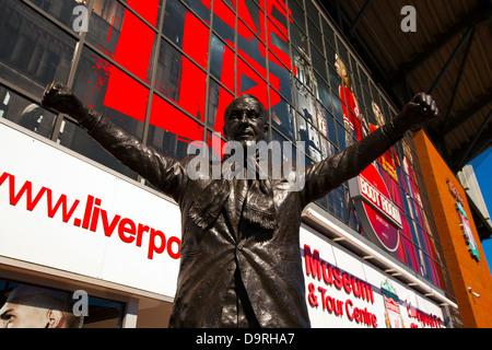 Bill Shankey statue au stade d'Anfield Liverpool Football Club à la maison un de la Premier League anglaise C.F. Banque D'Images