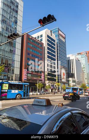 Rue commerçante dans le quartier moderne de Gangnam-gu, Seoul, Corée du Sud, Asie Banque D'Images