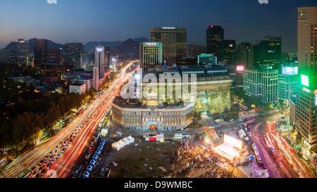 View sur l'Hôtel de Ville et Seoul Plaza, Gwanghwamun, Seoul, Corée du Sud, Asie Banque D'Images