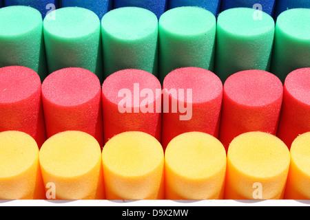 Composition des cylindres de plastique coloré Banque D'Images
