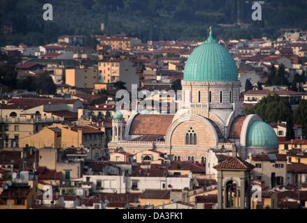 Synagogue juive comme vu à partir de la Piazzale Michelangelo à Florence Banque D'Images