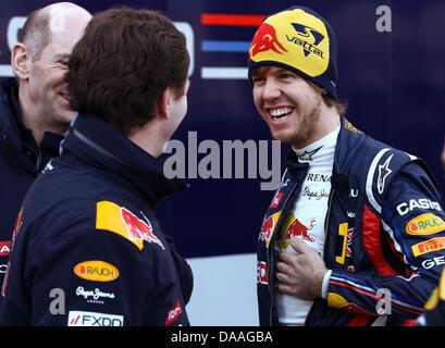 L'allemand Sebastian Vettel, pilote de Formule 1 (R) et son directeur principal de l'équipe Red Bull Racing Christian Banque D'Images