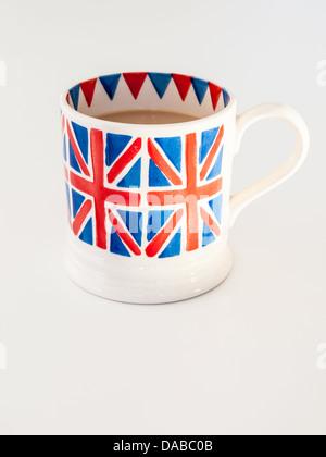 Une tasse de thé anglais voie lactée dans une Union Jack britannique mug Banque D'Images