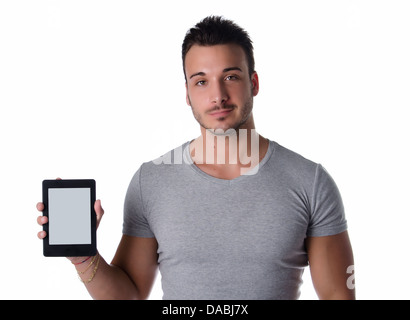 Handsome young man holding et montrant ebook reader, l'écran est vide, isolated on white Banque D'Images