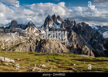 Vue panoramique sur la montagne de Sorapis Cristallo et groupes, Dolomites, Veneto, Italie Banque D'Images