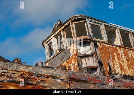 Chalutier de pêche abandonnés (Bonne Espérance) laissés à pourrir dans Skippool Creek, Lancashire. Banque D'Images