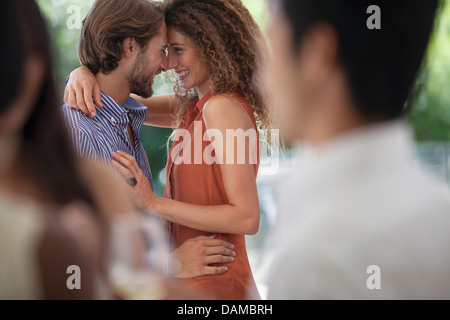 Couple hugging at party Banque D'Images