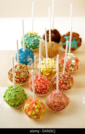 Le chocolat blanc cake pops. Recette disponible. Banque D'Images