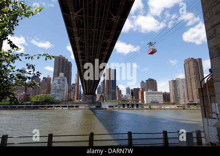 Cable car vu de Roosevelt Island, New York City Banque D'Images