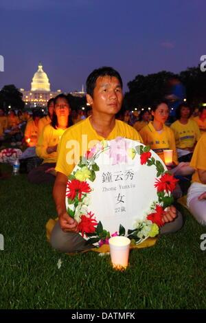 Washington DC, USA. 18 juillet, 2013. Les membres du Falun Gong commémorent le 14e anniversaire de la répression Banque D'Images