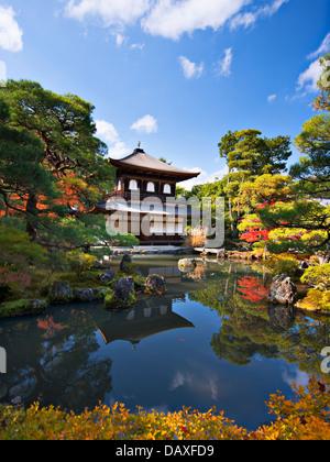 Ginkaku-ji à Kyoto, au Japon au cours de la saison d'automne. Banque D'Images