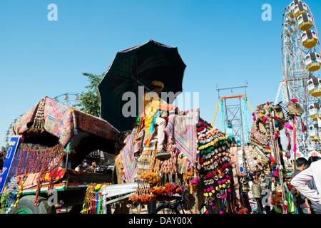Chameau décoré panier à Pushkar Camel Fair, Pushkar, Ajmer, Rajasthan, Inde Banque D'Images