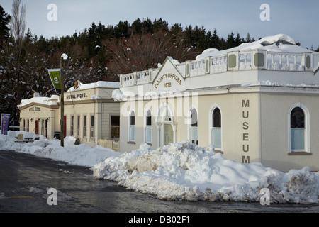 Les bureaux du conseil de comté Maniototo, et Royal Hotel, en hiver, Balmoral, Maniototo, Central Otago, île du Banque D'Images