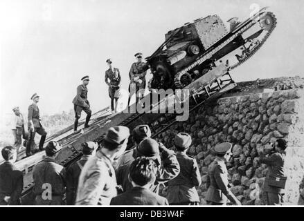 L'Italie, de l'armée militaire, réservoir, course en Italie, 1936, Additional-Rights-Clearences-NA Banque D'Images