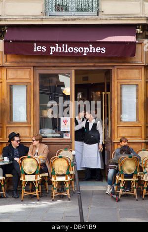 Café scène dans les quartier du Marais à Paris, France Banque D'Images