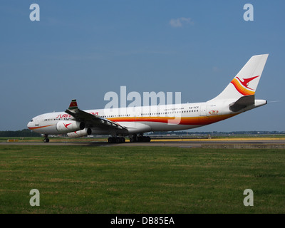 PZ-TCP Surinam Airways Airbus A340-311 - cn 0496 Banque D'Images