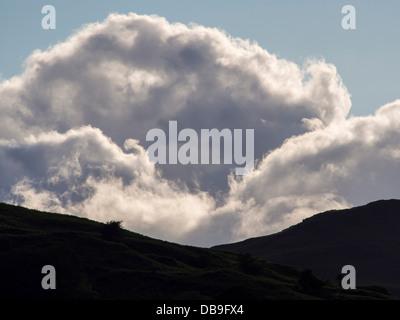 Nuages sur Loughrigg, Ambleside, Lake District, UK. Banque D'Images