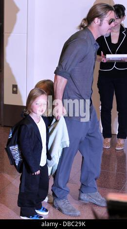 Tokyo, Japon. 28 juillet, 2013. L'acteur BRAD PITT ET L'actrice Angelina Jolie arrivent à l'Aéroport International Banque D'Images
