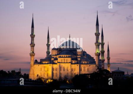 La mosquée bleue à Istanbul au crépuscule Banque D'Images