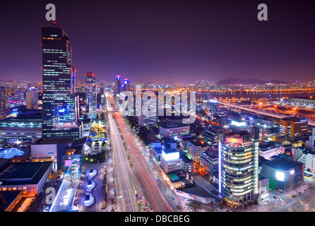 Quartier de Gangnam, Seoul, Corée du Sud skyline at night. Banque D'Images
