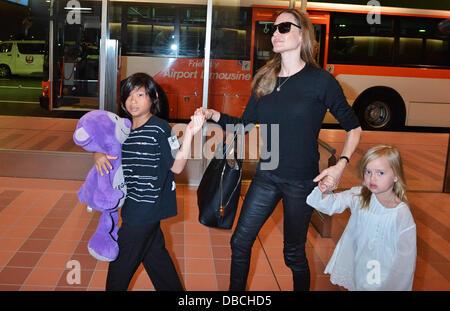 Tokyo, Japon. 28 juillet 2013. Angelina Jolie, Pax et Vivienne, Brad Pitt, Angelina Jolie et leurs enfants Pax, Banque D'Images