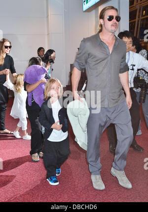 Tokyo, Japon. 28 juillet 2013. Brad Pitt, Pax, Knox, Angelina Jolie, Brad Pitt, Angelina Jolie et leurs enfants Banque D'Images