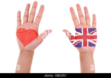 Les mains avec un coeur peint et pavillon du Royaume-Uni, j'aime uk concept, isolé sur fond blanc Banque D'Images