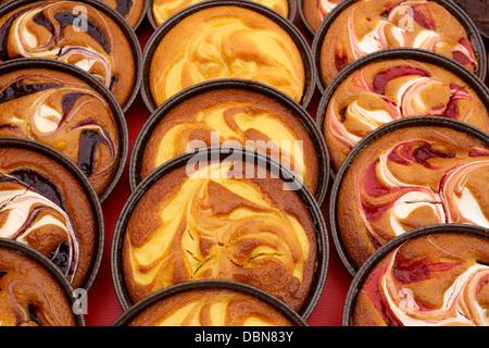 Les fruits d'été, tartes et tartelettes au citron tartelettes aux fraises sur l'affichage Banque D'Images