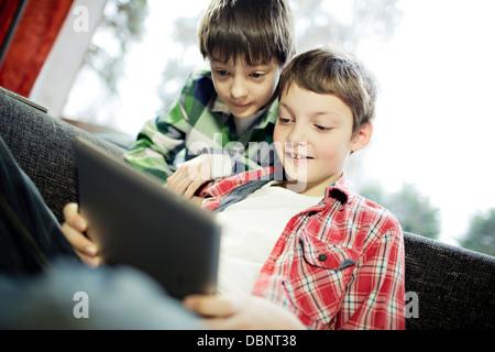 Deux garçons, Osijek, Croatie, Europe