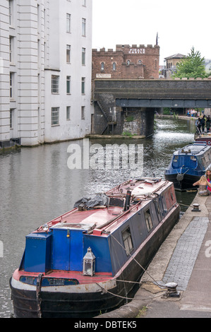 Les chalands amarrés sur Camden Lock, Londres, Angleterre, Royaume-Uni. Banque D'Images